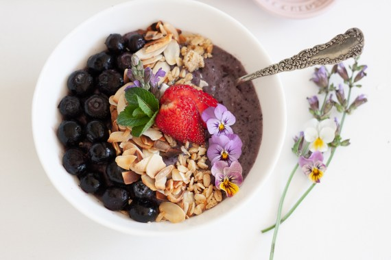Blueberry and banana smoothie bowl